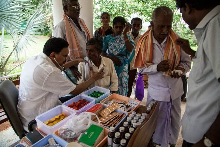 Dr. Ramana Rao himself who determines which category the patient falls under in terms of ailment. A yellow token indicates pain in the joints and body, a red token indicates allergic sickness and anemia (usually in women),and a blue token indicates breathing disorders.