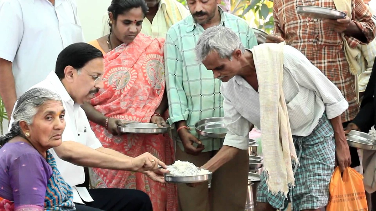 Free Food Service in Dr. Ramana Rao Village Clinic for Patients.
