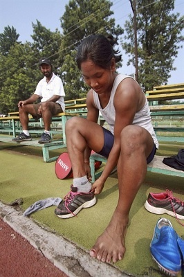 "She says, ""I wear normal shoes worn by people who have five normal toes. It really hurts during training. It's very uncomfortable, whether you wear spikes or normal shoes"". Despite all the prognoses she brought the gold to India."