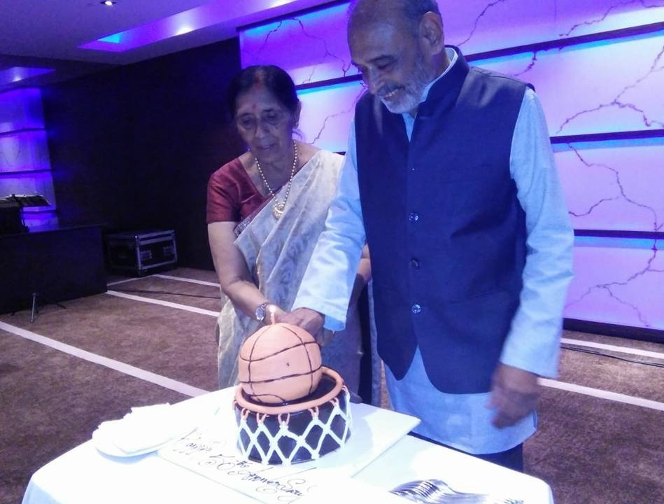 Poovma and Vaidyanathan  cutting the cake