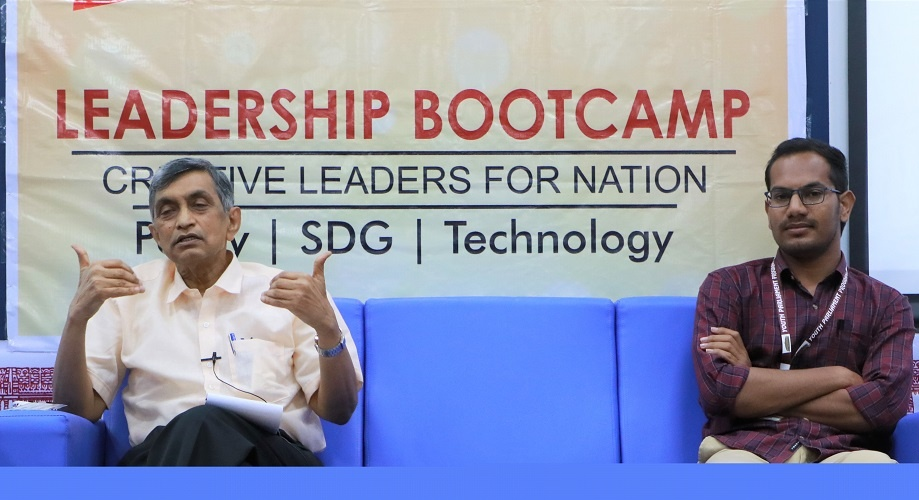 Askani Raghavendar and jayaprakash narayan at Leadership Boot Camp.jpg