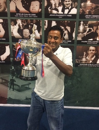 Venkateswaran Subramanian Holding the first world disability snooker winner s cup in 2015