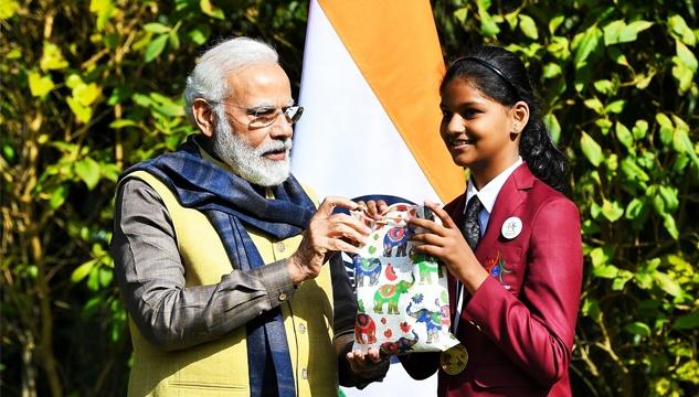 Prime Minister Shri Narendra Modi greeted and gleefully waived at Bal Puraskar Awarde Sharanya