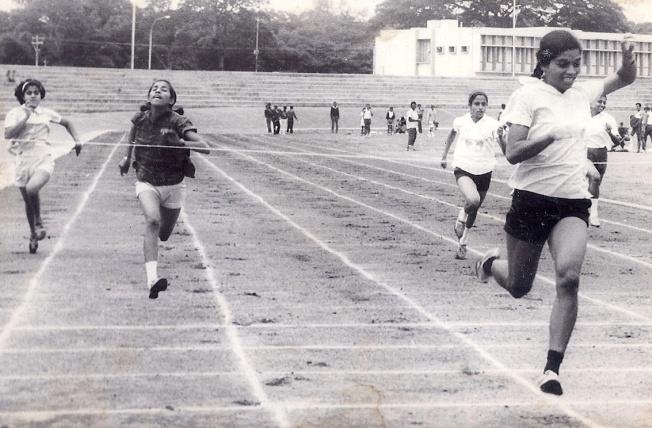 Philo Dsouza Winning 100 mts sprint Kanteerava Stadium. 1969-70
