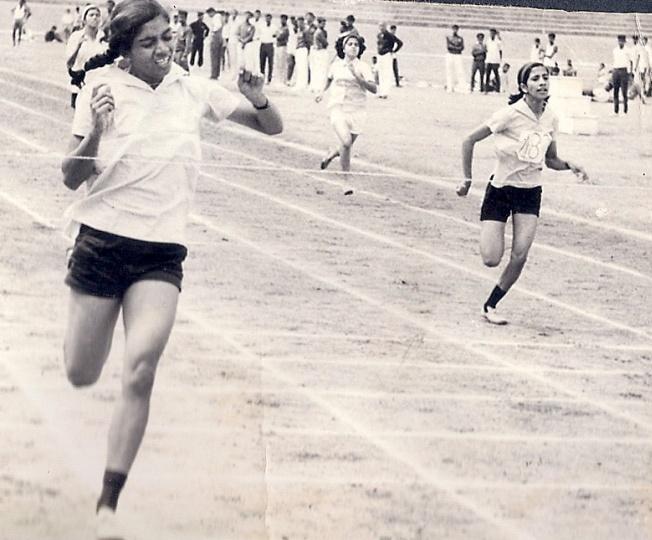 Philo Dsouza Winning 200 mts sprint Kanteerava Stadium. 1969-70