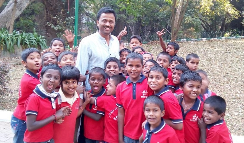 Gopinath R with kids at SPARSHA Trust