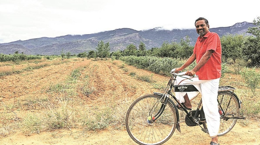 Sridhar Vembu After his work, he goes out to the fields to grow paddy