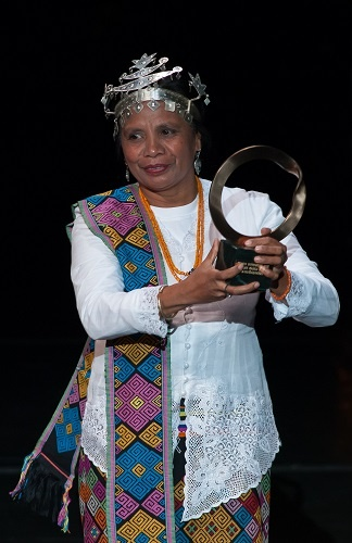 Aleta baun i sthe winner of Goldman Environmental Prize, 2013