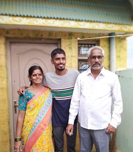 Chendrakanth Pasupuleti with his parents P. Sreenivasulu and P.Padmavathi