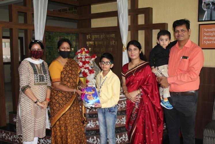 Aayurv principal Dr Madhubala Chauhan released the book - The Six Magical Rings