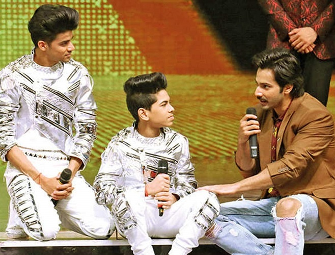 Varun Dhawan who was more than just mesmerized by his performance has taken a step forward to know more about Ritik