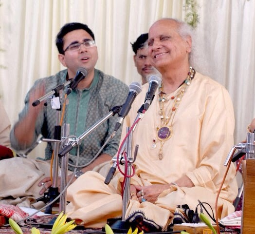 Sandeep accompanied Pandit Jasraj twice at the Sawai Gandharva Sangeet Mahotsav as a supporting vocalist