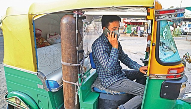 javed khan started rendering free ambulance services rushing patients to different hospitals of Bhopal