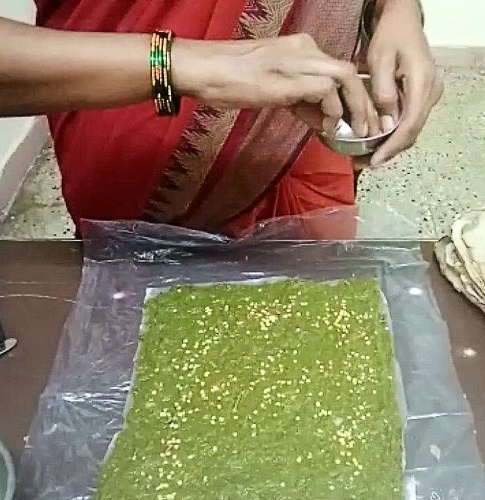 After this process of manure-rich sheets became successful, Arunjyothithen added seeds of plants like tomato, brinjal, and spinach