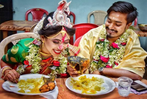Papiya says that she loves to do wedding photography and says that it's an amalgamation of portraiture and event photography in a wide variety of settings and groups