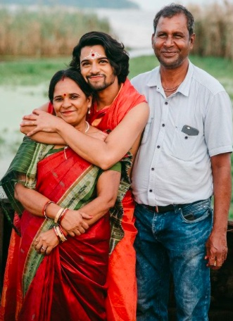 This story of Prem Sahoo is an interesting piece that binds you with a zeal to achieve something in life along with clapping for his mother who turned him into an inspiration