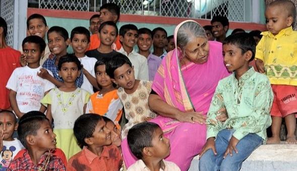 Sindhutai runs an orphanage in Pune called Sanmati Bal Niketan SansthaSindhutai runs an orphanage in Pune called Sanmati Bal Niketan Sanstha