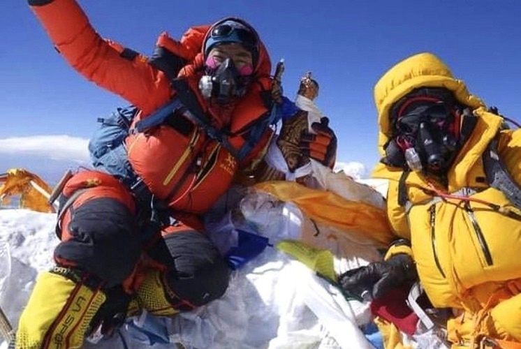 Tsang Yin-Hung - fastest woman to scale the world's highest peak, Mt. Everest