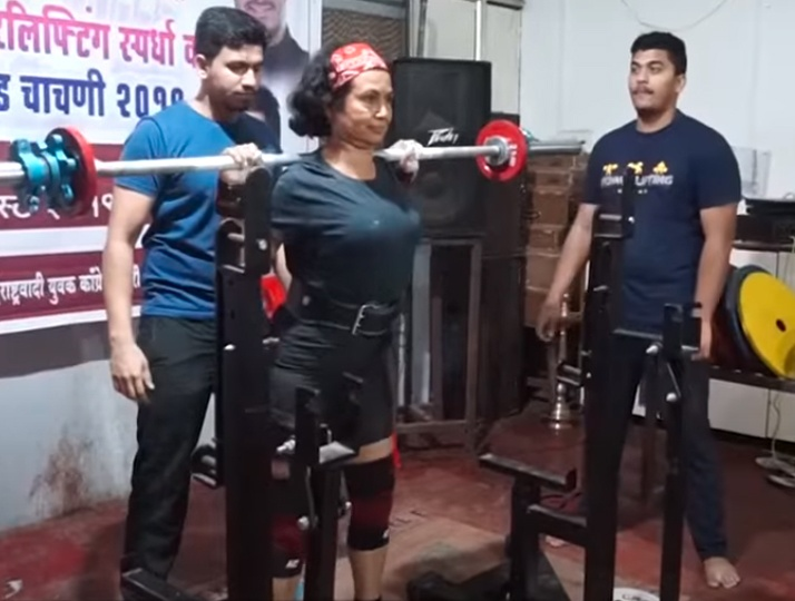64YO Pune woman bags gold in National Bench Press Competition. Zealous fitness Influencer