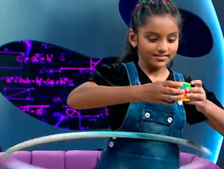 Avantika knows the best of mind-body coordination. Solves Rubiks cube while hula-hooping