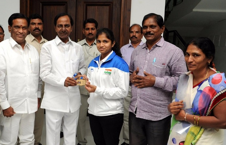 The Chief Minister of Telangana Shri K. Chandrashekhar Rao announced a reward of Rs.15lakh to Erra Deexitha